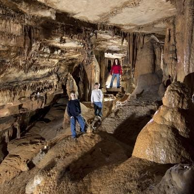 <p>Cave Tour Imagery</p>